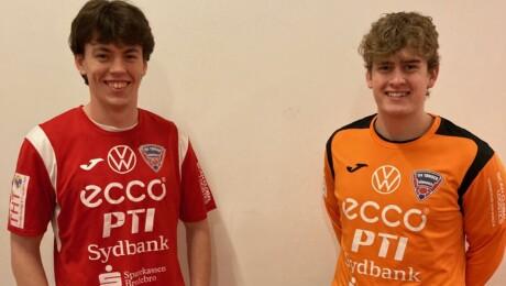 To unge talenter får kontrakt