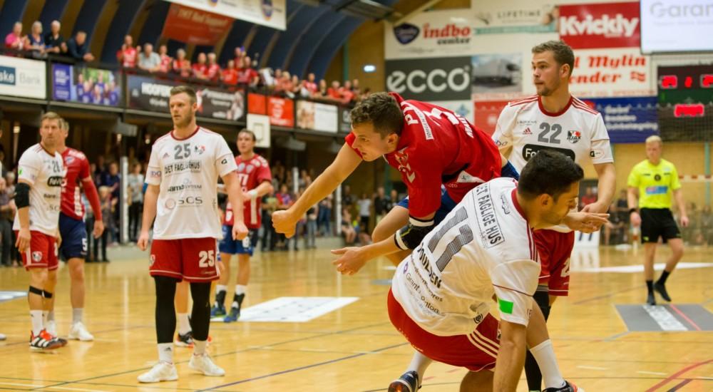 Tirsdag skal vores hold møde Ajax København
